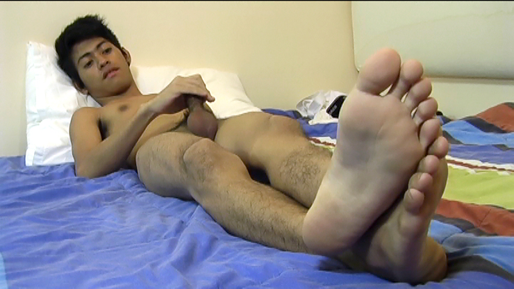 Wet male foot fetish