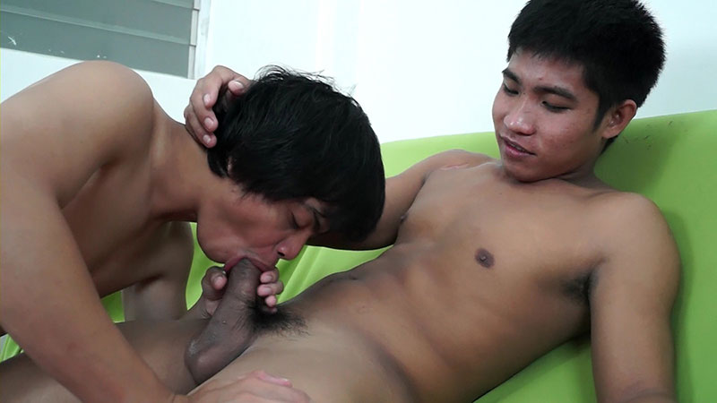 Dudes pounding bb