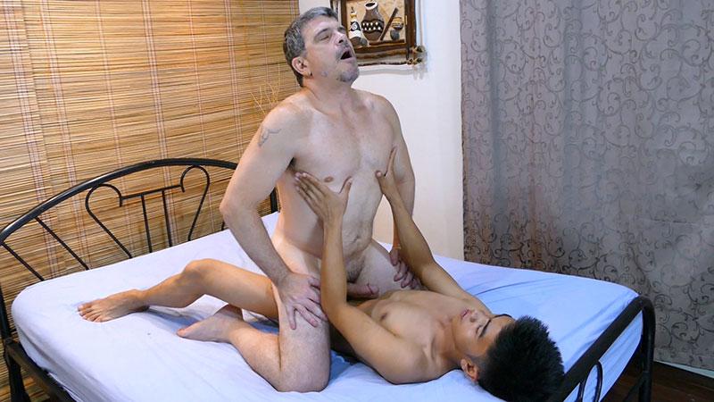 Daddy Teaches Robin